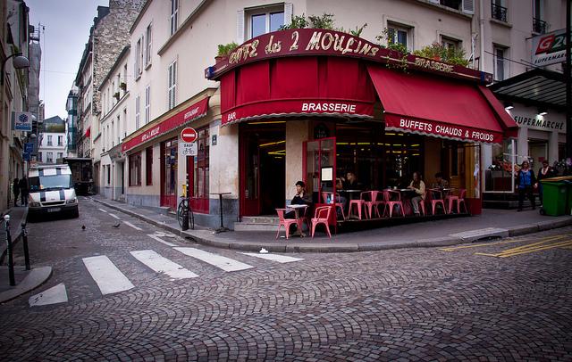 """Café des 2 Moulins. La brasserie set de """"Il favoloso mondo"""