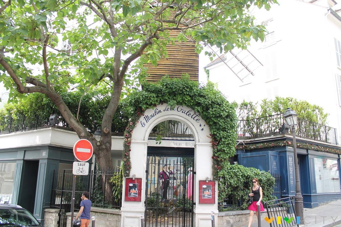Place du tertre la piazza degli artisti di montmartre for Hotel modigliani parigi