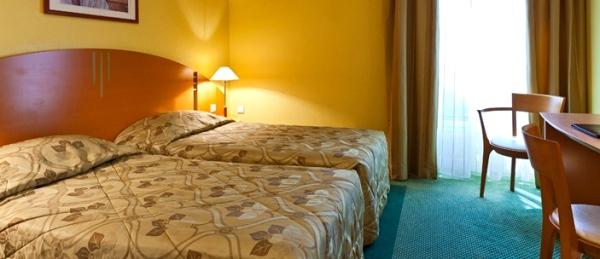Hotel villa modigliani dormire a montparnasse vivi parigi for Hotel modigliani parigi
